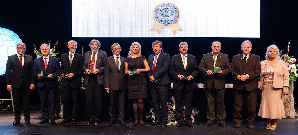 Gratulujem môjmu otcovi k striebornej medaile Slovenskej kynologickej jednoty pri príležitosti 25. výročia vzniku SKJ. Ďakujeme organizátorom za krásny večer